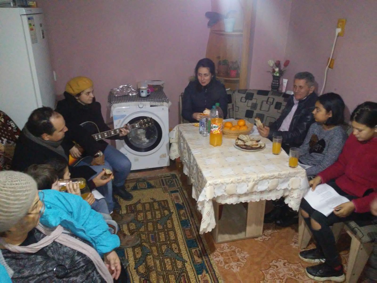 O întâlnire în cadrum grupul, în care ne bucurăm împreună în părtășie.